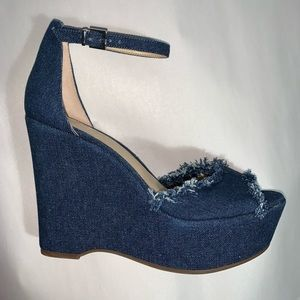 NWT size 7B VINCE CAMUTO design sample DENIM WEDGE